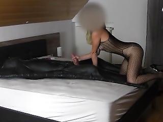 Hot Femdom Handjob In Latex Vacuum Bed Vacbed