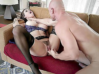 Peta Jensen Got Her Bushy Pussy Fingered And Licked