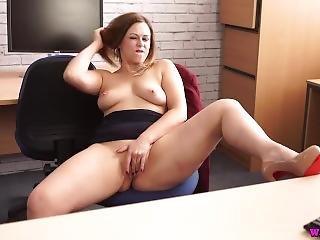 bonasse, gros téton, boss, anglaise, fétiche, chaude, masturbation, milf, office