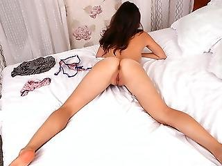 Adorable Amateur Melts Ice On Her Smokin