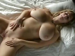 Beautiful Girl With Big Big Tits : Solo In Bed !
