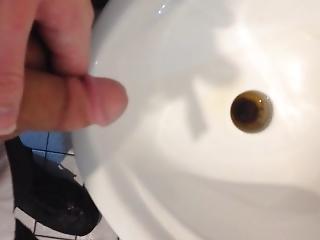 Quick Urinal Piss