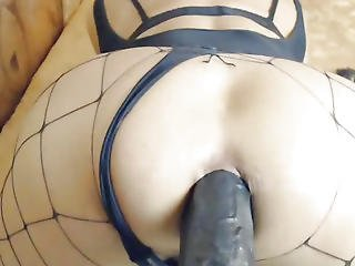 Transsexual Inserts Multiple Hige Toys In Her Wazoo