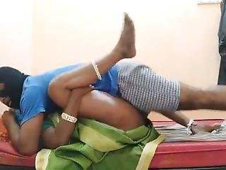 Indian Horny Unsatisfied House Wife Making Fun With School Bus Driver