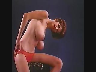 Große natürliche Titten necken