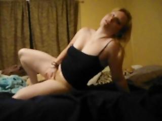 Sluty Dance For Her Fans