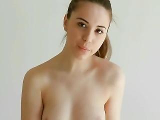 brunetka, ślicznotka, modelka, pozowanie, solo