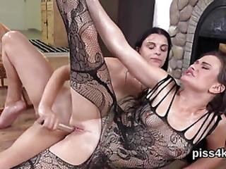 Erotic Sweetie Is Geeting Pissed On And Squirts Wet Cunt