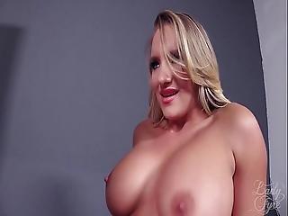bionda, Bodystocking, dominazione, seduta sulla faccia, femdom, scopata, pornostar, rossa, calze, sesso a tre