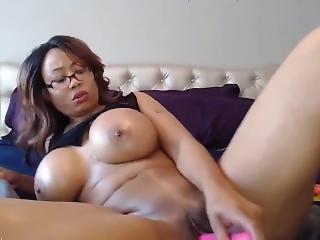 Lovely Booty Ebony Milf With Huge Boobs