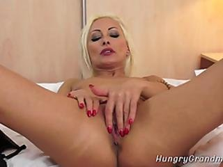 Mature Gets Her Vagina Licked And Fucked