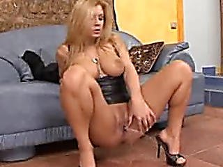 Hawt Blond Peeing In Heels
