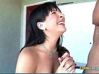 Suzy Give Blowjob In Hot Tub