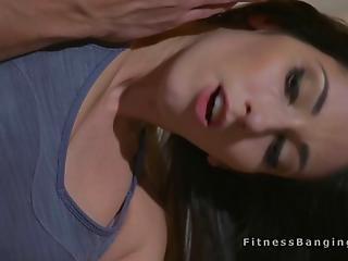 bonasse, grosse bite, brunette, entraîneur, fitness, hardcore, à la maison, bite énorme, chatte, sexy, étroite