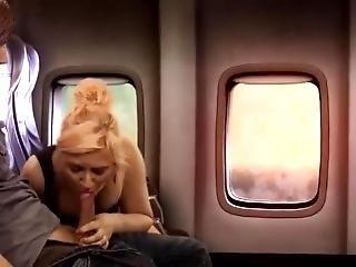 samolot, kociak, blondynka, obciąganie, stymulacja wacka dłonią, publicznie, Nastolatki