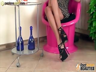 fötter, fot, snygg, klackar, högklackat, ben, rödhårig, kjol, bordsknull