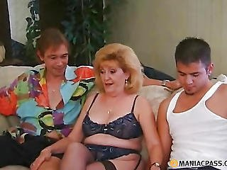 Woman Fingering Two Young Members