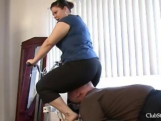 Mistress Amanda Facesitting Exercise