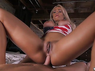 Bootylicious American Sex Headmistress Easily Handles The Anal Banging