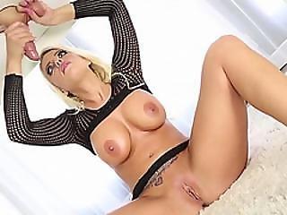 Hot Masseuse Britney Amber Handjobs Cock