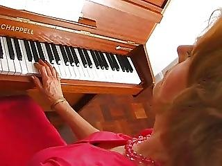 Uma At The Piano