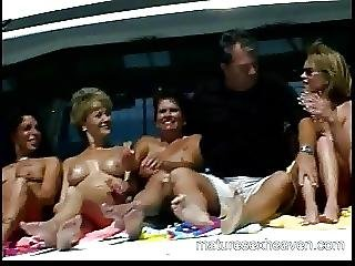 Mamie mature orgie