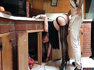 Milf Stuck In The Kitchen Fucked By Neighbor Clip