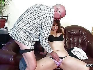 Grandpa Fickt Seine Stief Enkelin Die Noch Unerfahren Ist