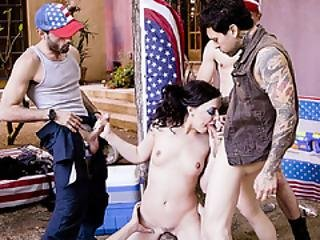 Whitney Lures Into A Blowbang In A Family Gathering