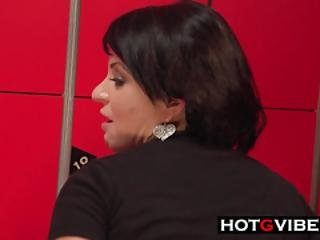 Voluptuous Babe Dressing Room Squirt
