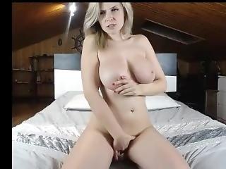 Teta Grande, Rubia, Masturbación, Camara Del Internet