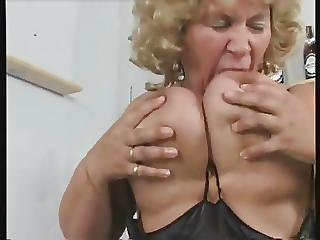 Granny Bbw Plays With Phat Pussy
