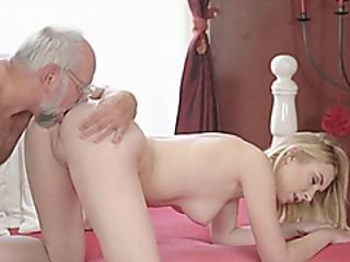 blondine, blasen, grossvater, lecken, alt, Oralverkehr, poker, pornostar, rasiert, jung