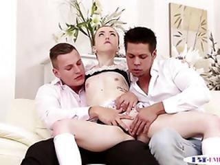 anal, cul, bonasse, banging, bisexuel, classe, glamour, maison, bizarre, femme de ménage, mmf, oral, chatte, trio