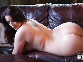 brittisk, brunett, naken, porrstjärna, soffsex, solo