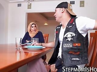 pute arabe pipe sous le bureau