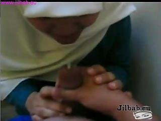 Indonesian Muslim Girl With Jilbab Giving Blowjob