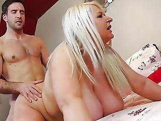 Sexy Mature Mother With Big Tits Fuck Young Dude