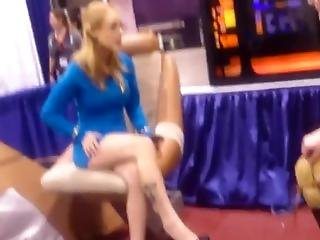 Candid Star Trek Cosplay Miniskirt, Legs, And Heels