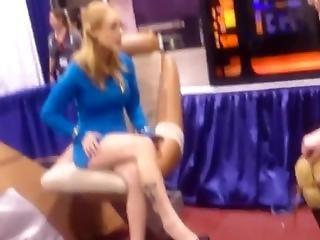 Candid Star Trek Cosplay Miniskirt, Legs, And Heels