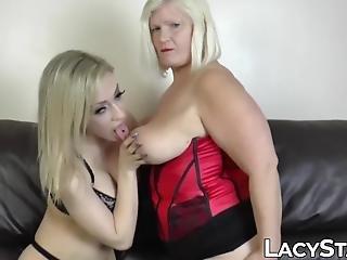 Blond fitta stor dildo