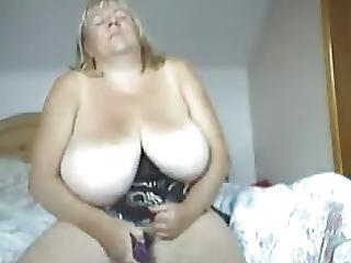 MARGO: Sexy amateur bbw strips on cam