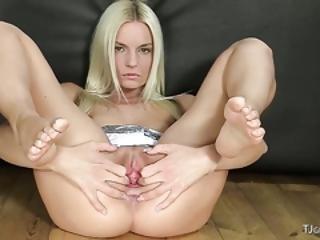 326 Czech Beauty Jessie Hazz Gapes Pussy
