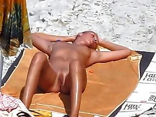 Beach voyeur blowjobs