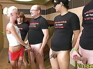 Blowjob, Fetish, Hardcore, Orgie, Tisse, Strittende, Tis, Tisser, Bad, Slut, Sport, Vandsport