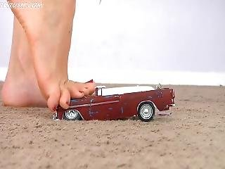Giantess Car Crush