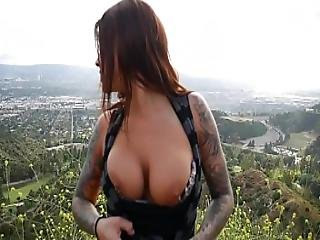 Felicity Feline Plays With Her Ass With A Buttplug Outdoors In Los Angeles