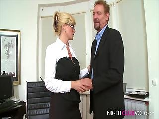 amatør, store pupper, blond, blowjob, pupp, knulling, tysk, hardcore, milf, nattklubb, kontor
