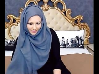Teaser: Thick Girl With Hijab Shaking Fat Ass