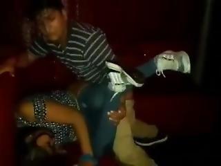 Mujer Violada En Un Night Club